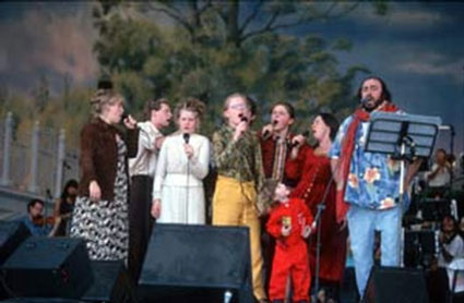"The Kelly Family singing with Luciano Pavarotti at the ""Pavarotti & Friends"" in Italy 1996"